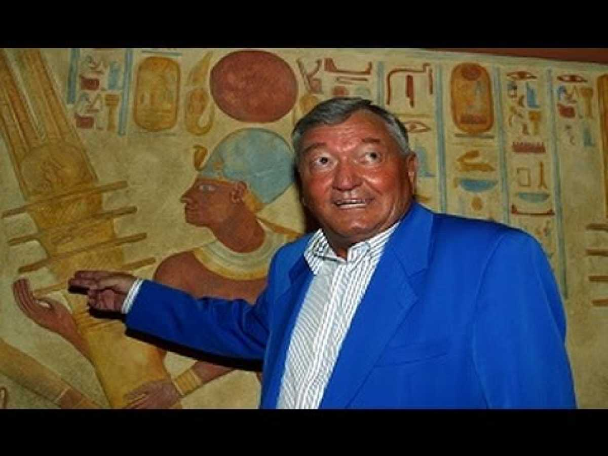 The Ancient Aliens Theory Explained By Erich Von Daniken April 2015